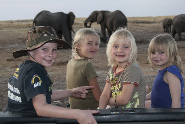 16 - Imvelo Safari Lodges - Kids on safari